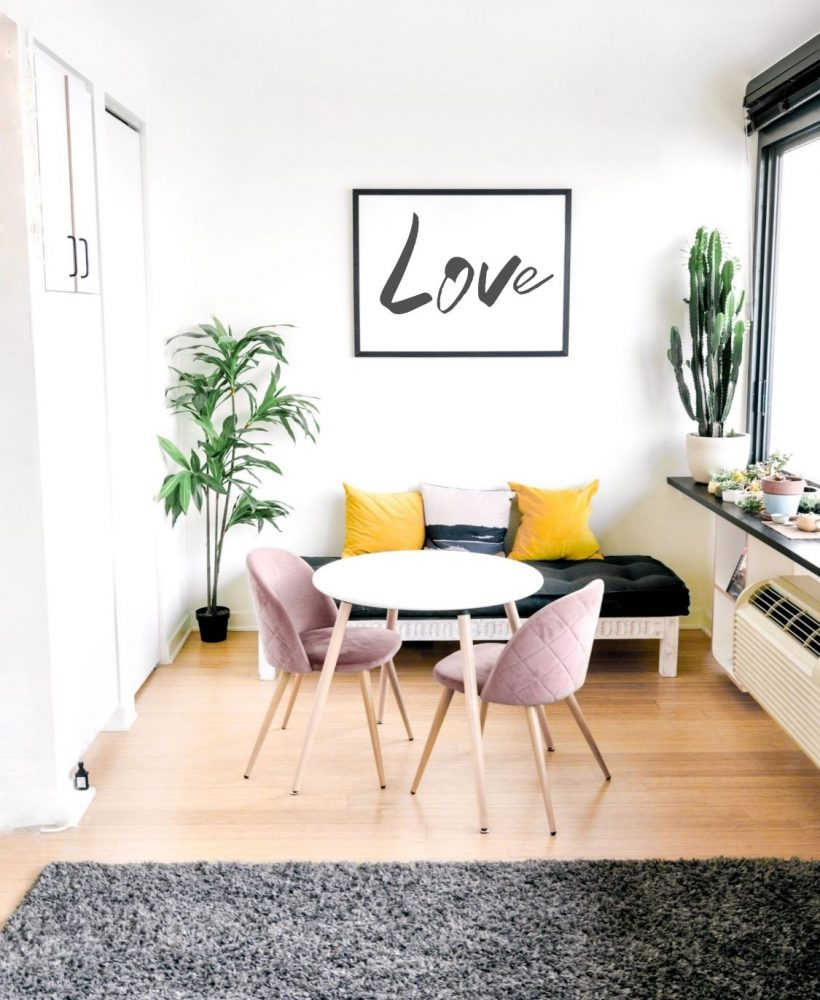 The colours we choose to decorate our home can impact our mood and influence our well-being. How does yellow make you feel? Learn more about the colour yellow and get inspired on ways to decorate with this vibrant colour! #yellow #mentalhealth #selfcare #homedecor #interiors #yellowdecor #colorpsychology