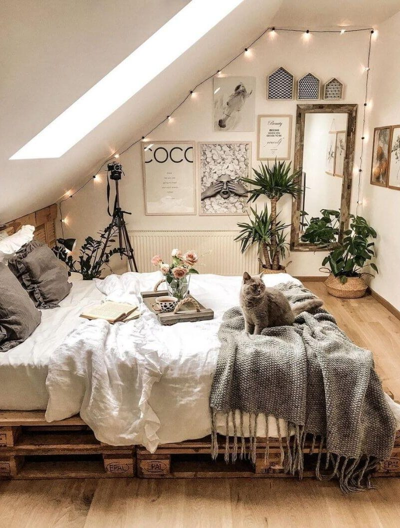 source: tatiana_home_decor via instagram/ Are you looking for some cozy bedroom inspiration? Here are 10 of the coziest bedrooms and some simple ideas on how to create a warm and cozy space. #cozybedroom #bedrooms #hygge #interiorinspiration
