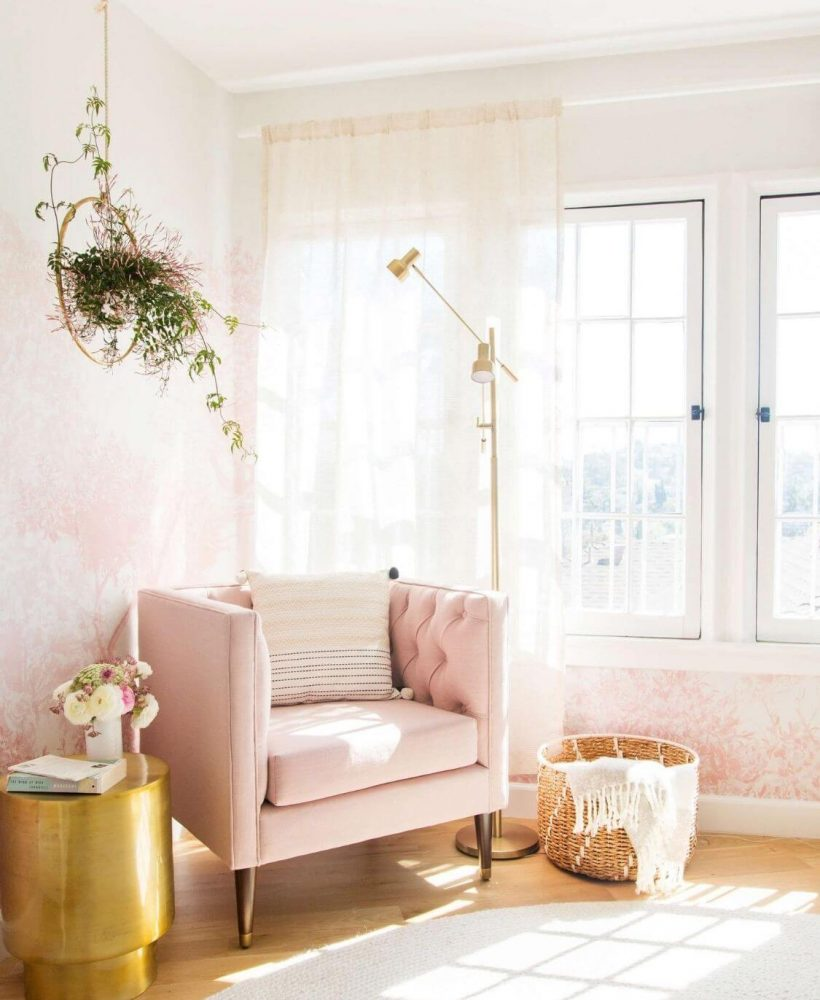 Source: stylebyemilyhenderson.com // One of my all-time favourite ways to celebrate spring is to bring it indoors. Here are 10+ of my latest favourite springtime spaces to give you some serious spring interior inspiration! #spring #homedecor #springdecor #interiors #tulipandsage