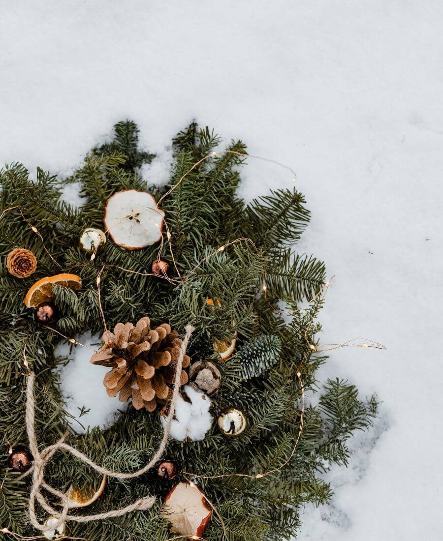 If you're looking to get your DIY on this holiday season, we've rounded up our favourite beautifully festive DIY Christmas Wreaths that you'll want to try! #holidaywreaths #holidaywreathsdiy #holidaywreathschristmas #diychristmaswreaths