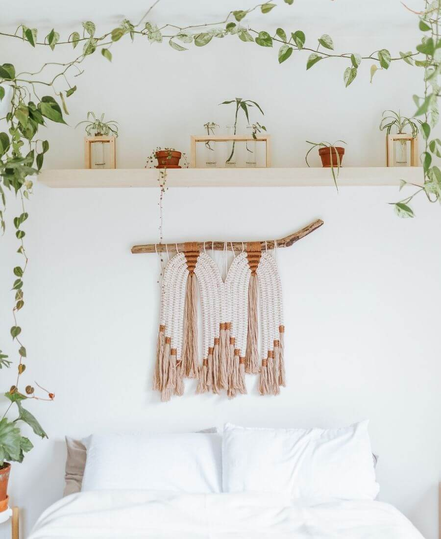 Are you also coveting macrame home decor and looking for some decorating inspiration? Here are some pretty macrame-filled spaces and my favourite finds!  #macramehomedecor #macramehomedecorinspiration #macramedecor #macramedecorideas