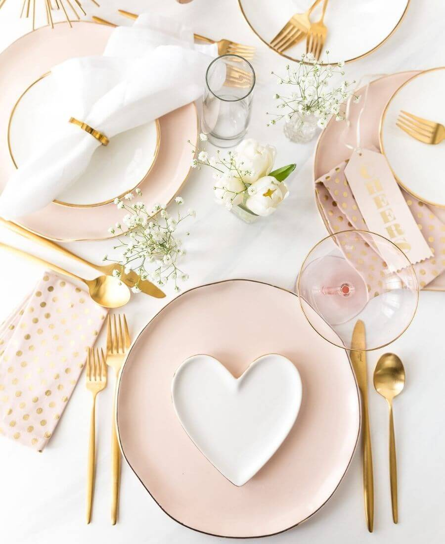 On this week's Friday Favourites, find an old-world Montreal apartment, the cutest Valentine's Day tablescape, some favourite inauguration moments, & more! #fridayfavorites