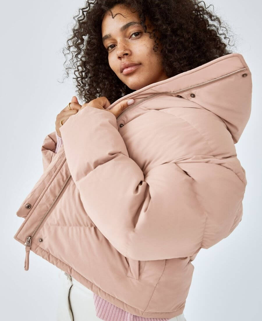 Dressing for warmth doesn't feel the most stylish. Here are puffer coat outfit ideas that combine warmth and style to inspire your wardrobe this winter! #winteroutfitscold #winteroutfitswomen #puffercoatoutfits #winterpuffercoatoutfits