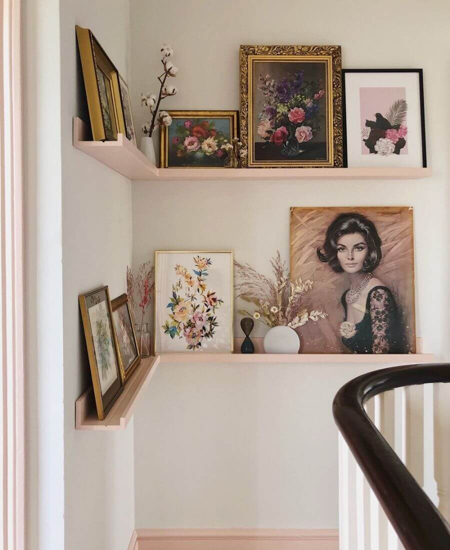 On this week's Friday Favourites, find a chic hallway corner design, some health and wellness trends, the perfect 90s hair flippin' blowout, and more! #fridayfavorites
