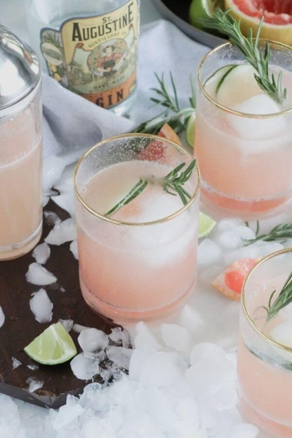 source: casadecrews.com/ Looking for some new Valentine's Day cocktail recipes? Here are 20+ Pink Valentines Cocktails that are perfect for that special day! And pretty too! #valentinesdaycocktails #pinkcocktails #valentinecocktailrecipes #pinkcocktailrecipes