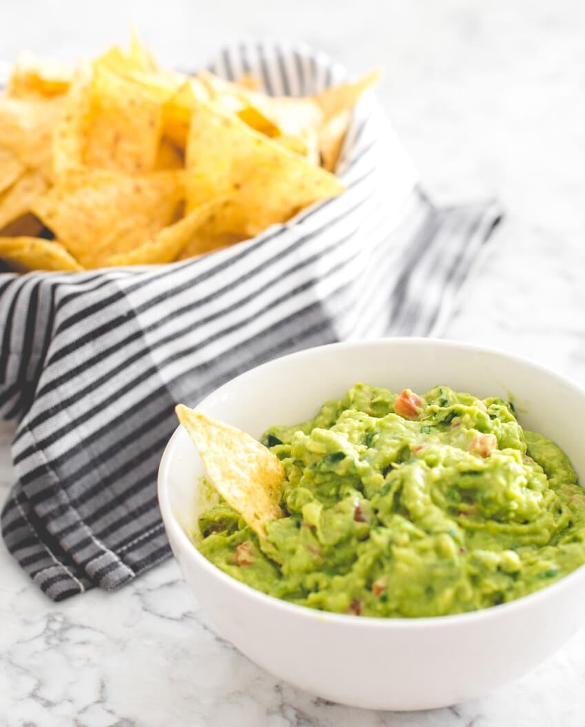 Here's a simple and delicious guacamole recipe you'll love!  It's packed full of fresh, healthy ingredients and yummy flavours!  #guacamolerecipe #guacamolerecipeeasy #guacamolerecipebest #tulipandsage