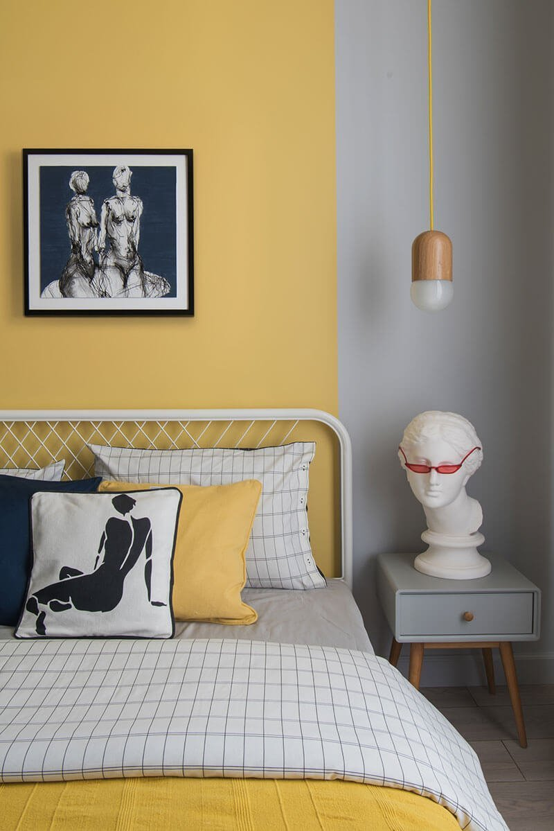 source: pufikhomes.com/ On this week's Monday Muse, we're celebrating Pantone's 2021 colour of the year - Ultimate Gray and Illuminating!  Find interior inspo & decorating faves! #pantone2021 #pantone2021colortrendsinterior #pantonecolors #yellowandgreyinterior #tulipandsage