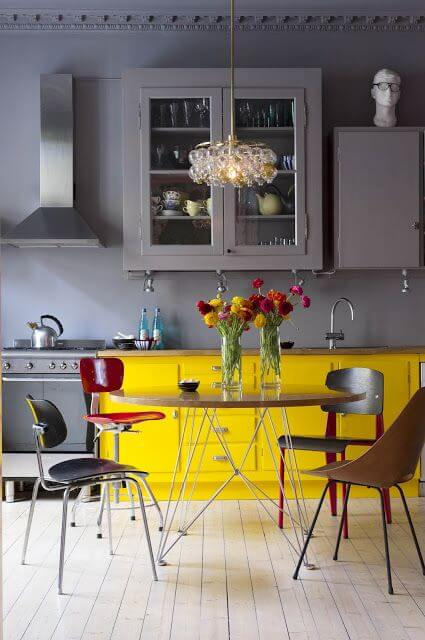 source: pinterest/ On this week's Monday Muse, we're celebrating Pantone's 2021 colour of the year - Ultimate Gray and Illuminating!  Find interior inspo & decorating faves! #pantone2021 #pantone2021colortrendsinterior #pantonecolors #yellowandgreyinterior #tulipandsage