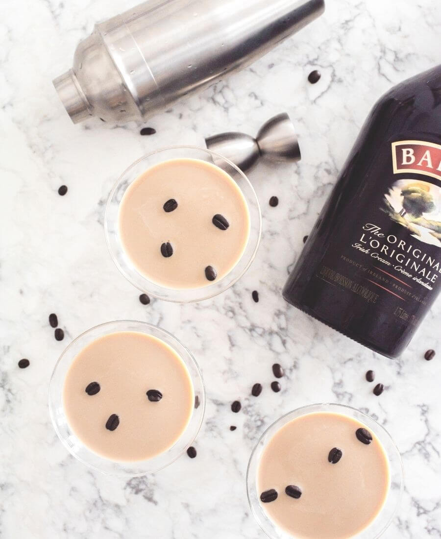An Espresso Martini but with Baileys Irish Cream - how bad can that be?? Here's a Baileys Espresso Martini recipe to try! So simple. So yummy. #baileysirishcream #baileysdrinks #baileysrecipesdrinks #baileysespressomartini #tulipandsage