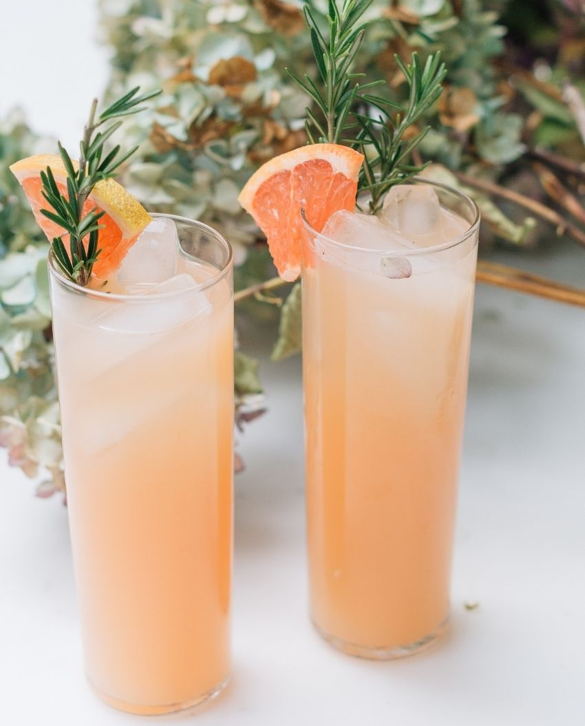 source: happilyevaafter.com/ On this week's Friday Favourites - Easter Edition, find a simple yet elegant tablescape, the cutest Easter eggs ever, a springtime cocktail, and more! #fridayfavorites