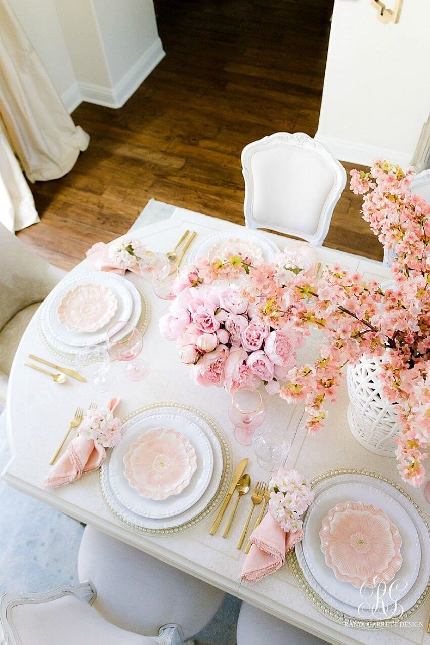 source: randigarrettdesign.com/ Happy (almost) Easter!  Looking for some Easter tablescapes to inspire your table setting this year?  Here are the beautiful ones inspiring me! #eastertablescapes #eastertablescapesideas #eastertablesettings #eastertabledecor #easter #tulipandsage