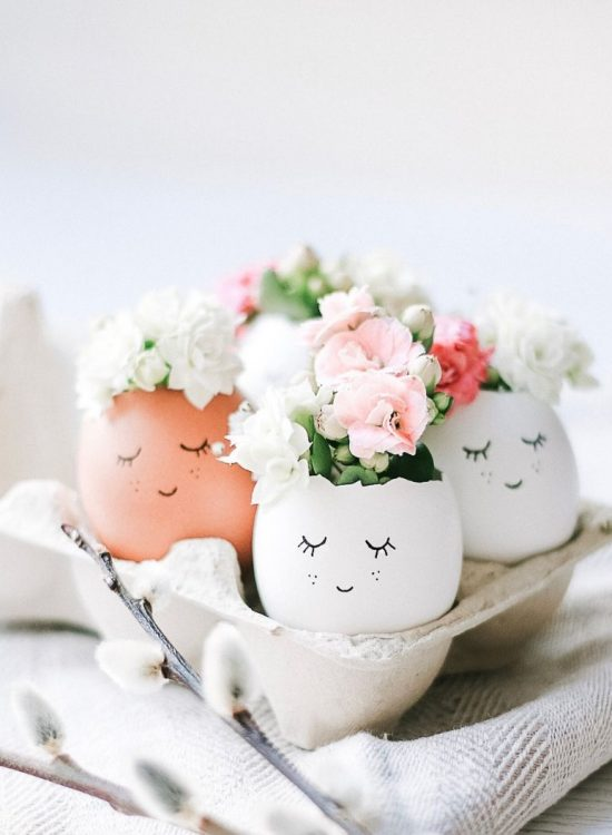 source: sandramarias.com/ On this week's Friday Favourites - Easter Edition, find a simple yet elegant tablescape, the cutest Easter eggs ever, a springtime cocktail, and more! #fridayfavorites