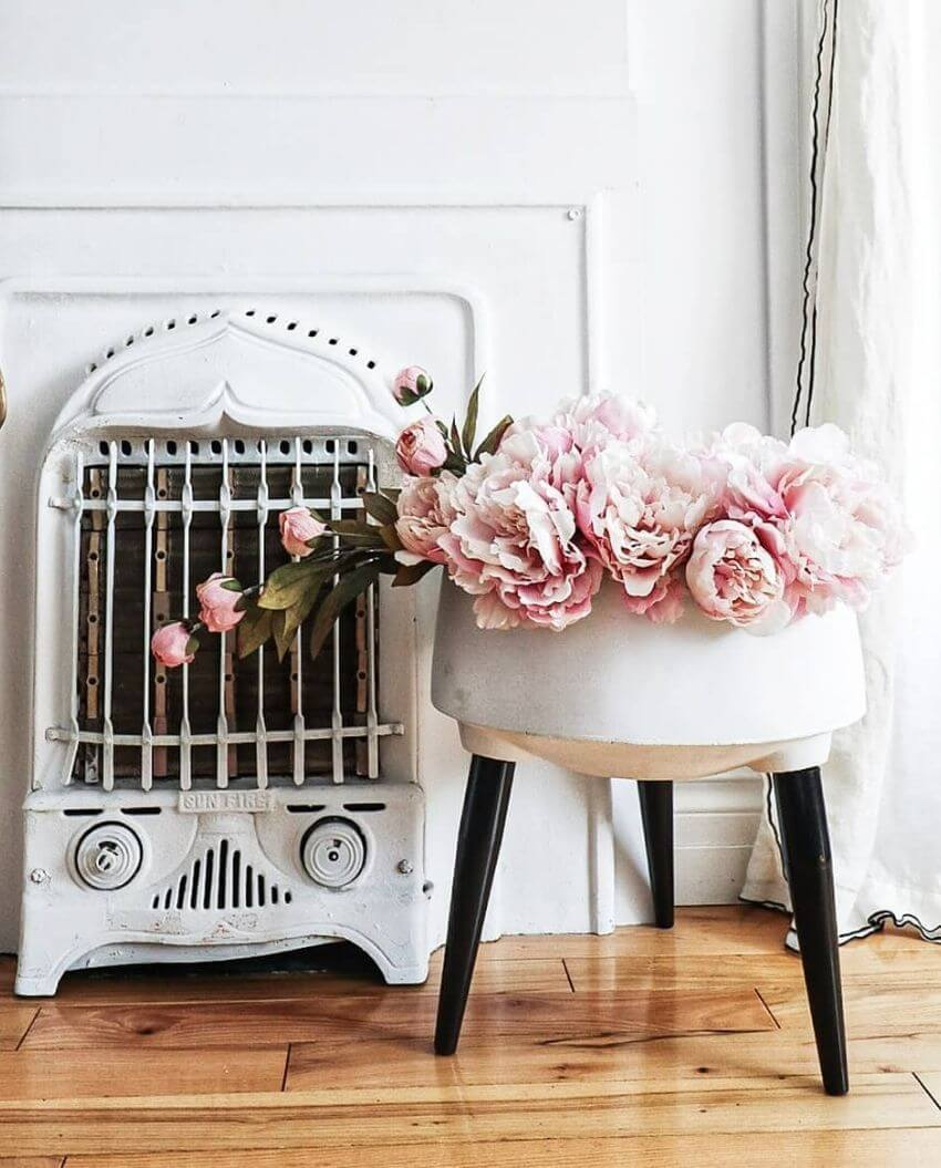 source: vintage_valenta/ Who else is ready for some warmer weather? To celebrate this beautiful season, peek through The Spring Edit for florals, pastels, and all things SPRING! #springaesthetic #spring #springinspiration #springquotes #tulipandsage