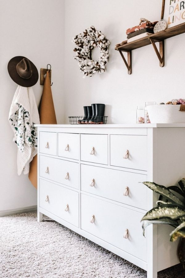 source - KeyWayHardware/ Who else is obsessed with IKEA dresser hacks?! Looking for ways to refresh your IKEA dresser or chest of drawers? Here are my absolute favourite hacks! #ikeahacks #ikeahackideas #ikeadresserhack #ikeadressermakeover #ikeachestofdrawershack #tulipandsage