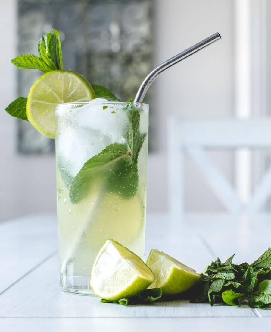 Check out this yummy Mojito Recipe! It's the perfect summertime cocktail - super refreshing, so simple to make using only 5 ingredients, and is so pretty! #mojitorecipe #mojito #summercocktails #mintdrinks #tulipandsage