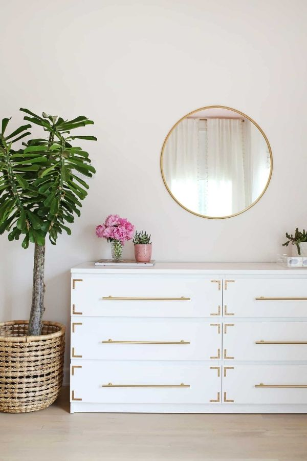 source - abeautifulmess.com/ Who else is obsessed with IKEA dresser hacks?! Looking for ways to refresh your IKEA dresser or chest of drawers? Here are my absolute favourite hacks! #ikeahacks #ikeahackideas #ikeadresserhack #ikeadressermakeover #ikeachestofdrawershack #tulipandsage