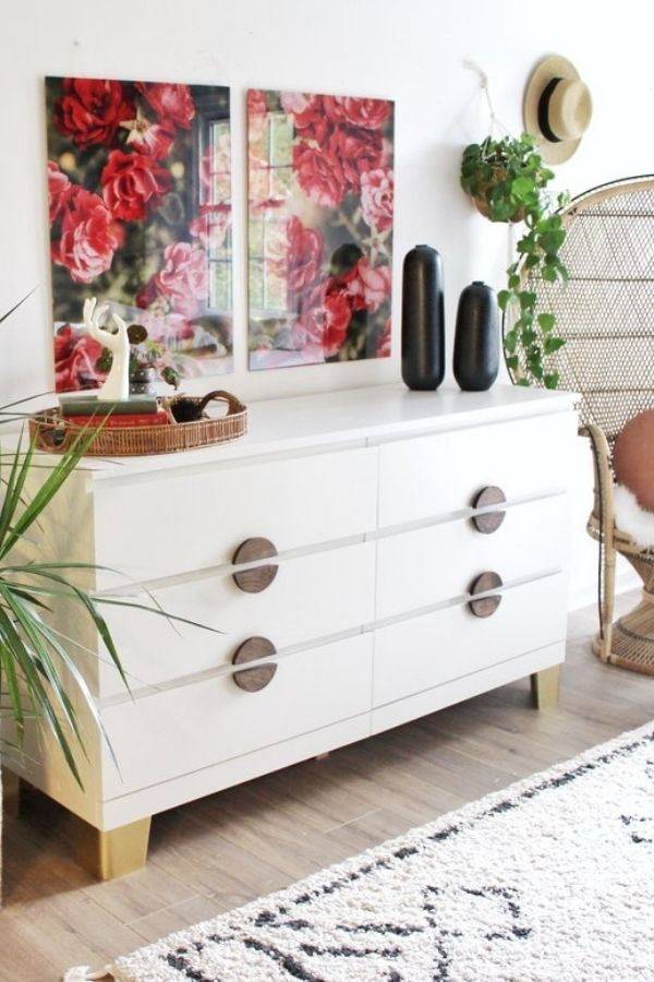 source - houseonasugarhill.com/ Who else is obsessed with IKEA dresser hacks?! Looking for ways to refresh your IKEA dresser or chest of drawers? Here are my absolute favourite hacks! #ikeahacks #ikeahackideas #ikeadresserhack #ikeadressermakeover #ikeachestofdrawershack #tulipandsage