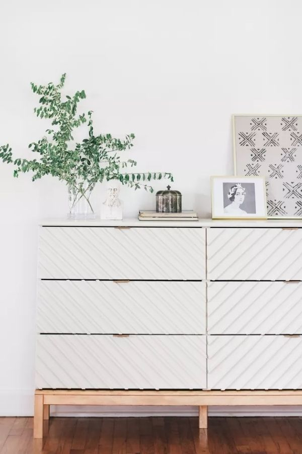 source - hunker.com/ Who else is obsessed with IKEA dresser hacks?! Looking for ways to refresh your IKEA dresser or chest of drawers? Here are my absolute favourite hacks! #ikeahacks #ikeahackideas #ikeadresserhack #ikeadressermakeover #ikeachestofdrawershack #tulipandsage