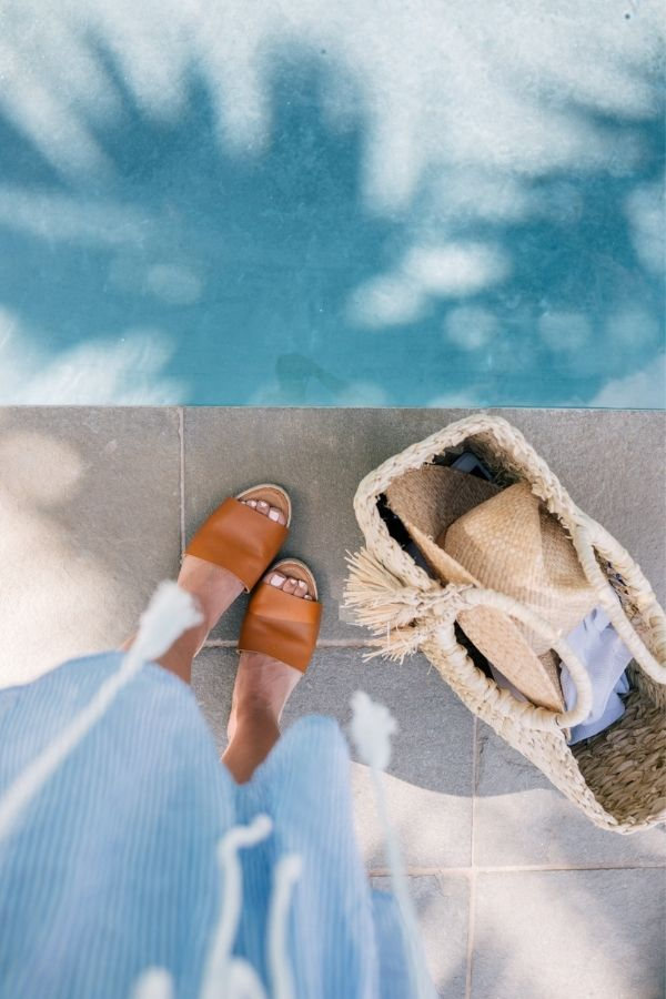 source - juliaberolzheimer.com/ Who else is so looking forward to the summertime? Road-tripping, barbeques, patio dining - the list goes on! Browse through for some serious summer vibes! #summervibes #summeraesthetic #summer #summerinspiration #summerideas #tulipandsage