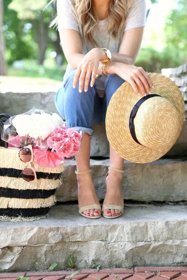 source - krystinlee.com/ Who else is so looking forward to the summertime? Road-tripping, barbeques, patio dining - the list goes on! Browse through for some serious summer vibes! #summervibes #summeraesthetic #summer #summerinspiration #summerideas #tulipandsage