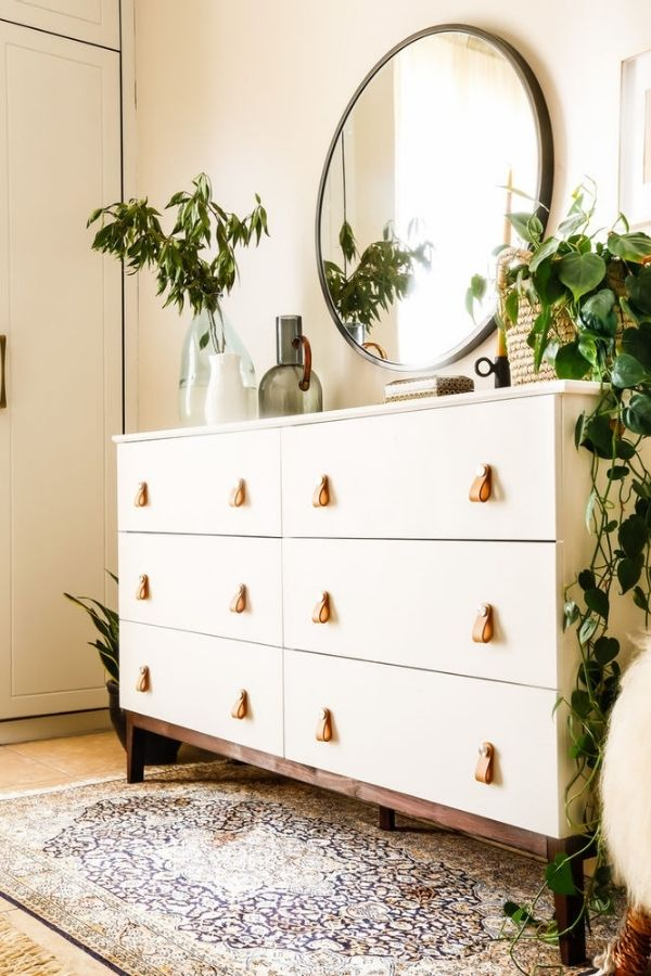 source - sarashomehaven.com/ Who else is obsessed with IKEA dresser hacks?! Looking for ways to refresh your IKEA dresser or chest of drawers? Here are my absolute favourite hacks! #ikeahacks #ikeahackideas #ikeadresserhack #ikeadressermakeover #ikeachestofdrawershack #tulipandsage