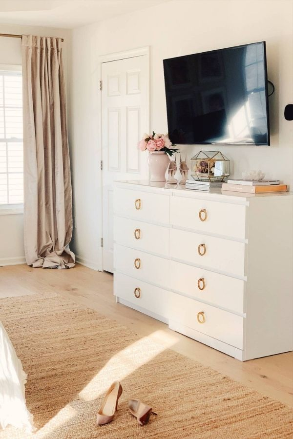 source - thepinkdream.com/ Who else is obsessed with IKEA dresser hacks?! Looking for ways to refresh your IKEA dresser or chest of drawers? Here are my absolute favourite hacks! #ikeahacks #ikeahackideas #ikeadresserhack #ikeadressermakeover #ikeachestofdrawershack #tulipandsage
