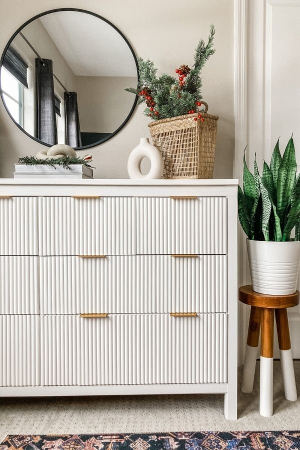 source - xomyhome.com/ Who else is obsessed with IKEA dresser hacks?! Looking for ways to refresh your IKEA dresser or chest of drawers? Here are my absolute favourite hacks! #ikeahacks #ikeahackideas #ikeadresserhack #ikeadressermakeover #ikeachestofdrawershack #tulipandsage