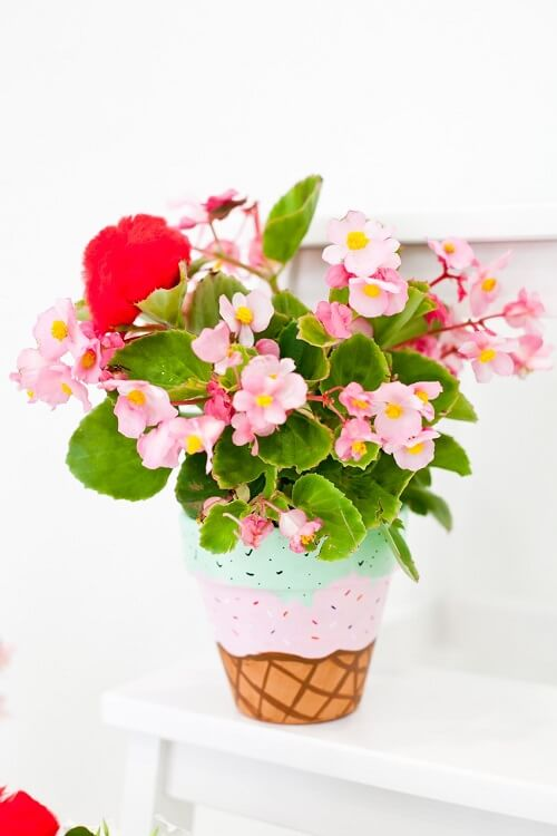 source - freshmommyblog.com/ Looking for some summer DIY projects to try? Check out 10 of my favourite ones - from adorable plant pots to stylish sun hats, I'm loving them all! #summerdiy #summerdiyprojects #summerdiycrafts #summerdiydecor #diysummerdecor #diysummercrafts #tulipandsage