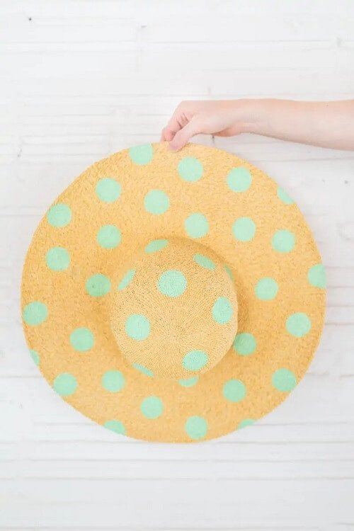 source - sugarandcloth.com/ Looking for some summer DIY projects to try? Check out 10 of my favourite ones - from adorable plant pots to stylish sun hats, I'm loving them all! #summerdiy #summerdiyprojects #summerdiycrafts #summerdiydecor #diysummerdecor #diysummercrafts #tulipandsage